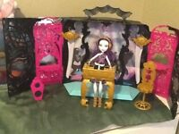 Monster high house and doll