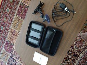 """GPS  JUNSUN neuf 7"""" avec guide, accessoires et étui."""