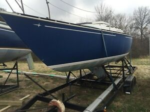 SAILBOAT C&C 25 WITH NICE SAILS AND STURDY TRAILER