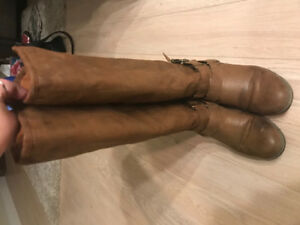 Lightly used Steve Madden winter boots - brown suede
