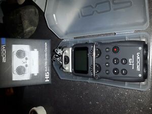 Zoom h5 for sale with accessories.