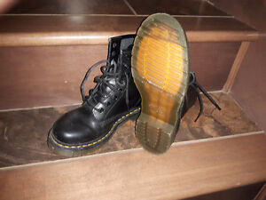LIKE NEW Doc Martens Ladies Size 6 Boots