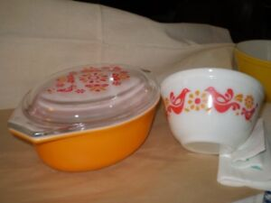 Pyrex Friendship red birds---just the casserole and lid, 1971-74