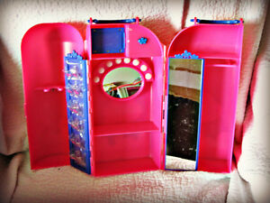 BARBIE ~ DOLL CASE & ROOM (HOLDS 1 DOLL) Kitchener / Waterloo Kitchener Area image 2