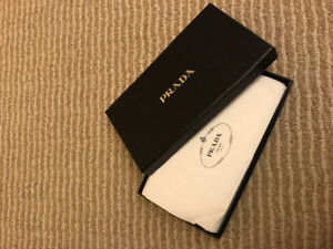 Prada Genuine leather pink wallet- excellent like new with box
