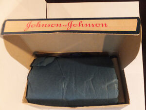 VINTAGE RED CROSS COTTON , ECONOMY SIZE JOHNSON &JOHNSON London Ontario image 3