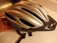Casque pour Vélo Louis Garneau grandeur Médium.25.00$