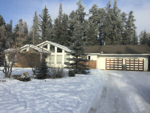 Big and Beautiful 6 bedroom home for rent in Whitecourt