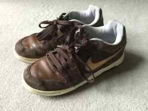 NIKE LEATHER SKATE SHOE SIZE 5