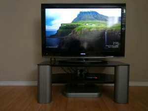 """40"""" TOSHIBA LCD TV with FREE STAND"""