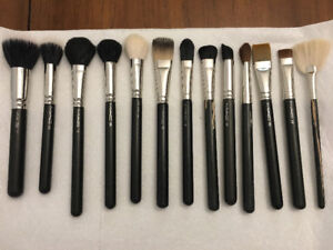 MAC MAKEUP BRUSHES - GREAT CONDITION!!!