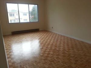 Large 6 ½ in Ville St. Laurent for rent available July 1