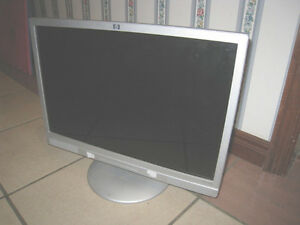 "HP 19"" Widescreen LCD Monitor with integrated speakers in great"