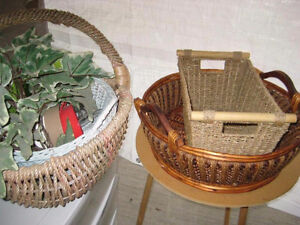 PLANT LOVERS !  INDOOR PLANT POTS & BASKETS !