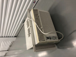 Like new Window AC unit!