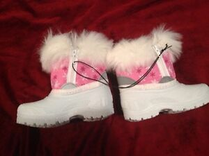 Brand new girls size 6 toddler boots - $20