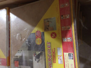 Laminate flooring 300 sq. Ft.new in boxes