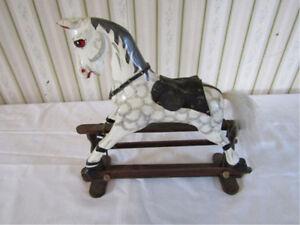 "Vintage Folk Art gliding horse for table top 8"" H x 9"" L Gatineau Ottawa / Gatineau Area image 1"