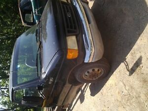 2003 Ford E450 cubevan w/ dana 80 for parts London Ontario image 2