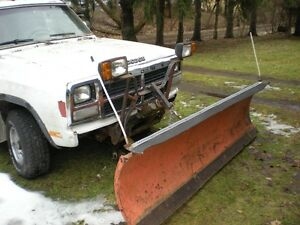 DODGE 1990 RAMCHARGER 4x4 V8 PARTING OUT 4 PARTS--ALSO SNOW PLOW