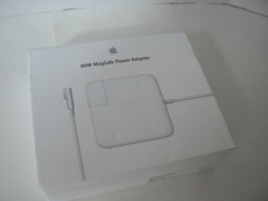 MacBook Pro 60 Watt Genuine APPLE power adaptor with serial numb