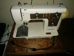 Janome 630 In Table sewing machine.