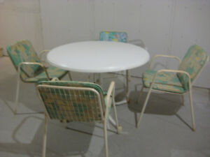 Insulation, Garden table with chairs, twin mattresses