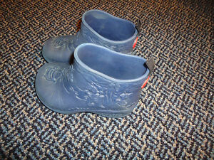 Size 10-11 ***Holey**** Critters Rainboots