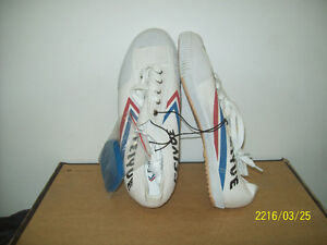 RUNNiNG SHOES- NEW FEiYUE SNEAKERS Size 11