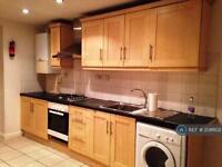 5 bedroom flat in Johnson Street, London, E1 (5 bed)