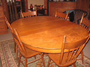 Round Oak -Center Pedestal Dining Table 6 Matching Pressback