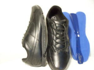 RUNNiNG SHOES NEW Dr. COMFORT LEATHER SNEAKERS SiZE 9.