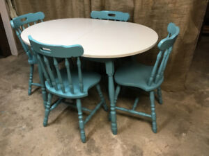 COUNTRY MODERN Dining Table & 4 Chairs!