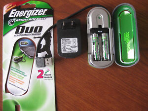 Duo USB & Wall Charger for AA, AAA: Includes 2x AAA: Energizer