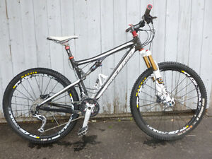 vélo de montagne santa cruz carbon  blur xc double suspension