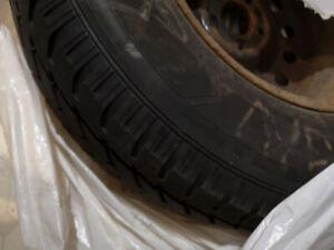 235/70/R16 Pneus d'hiver avec jantes / Winter tires with rims