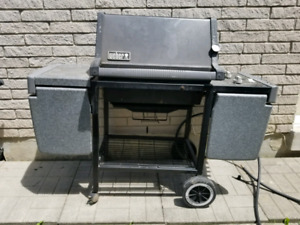 ***WEBER BBQ IN GREAT WORKING CONDITION***