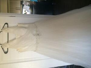 Selling ivory wedding dress size 22