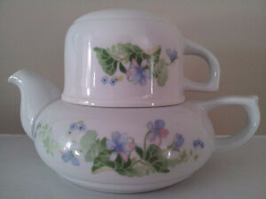 Fine China Toscany Collection Teapot & Cup / Japan London Ontario image 1