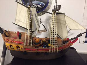 PLAYMOBIL PIRATES SHIP AND ACCESSORIES LIKE NEW