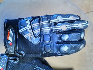 JOE ROCKET SIZE MEDIUM AND LARGE GLOVES Windsor Region Ontario image 4