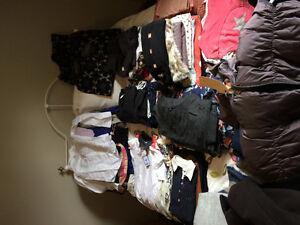 Lot de vêtements appartenant proprio d'une boutique