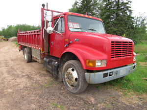 International 4700 Flatbed Service truck with Hyd Lift Gate