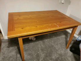 Large extenable dining table