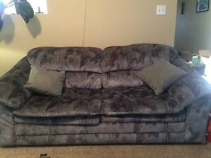 Pull-out Couch (Love Seat)