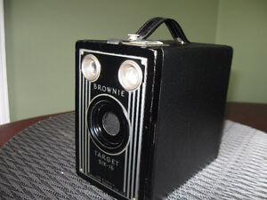OLD - VINTAGE***BROWNIE TARGET SIX-16 BOX CAMERA   1946 TO 1952