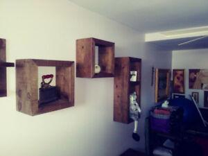 Cube étagère mural en pin brut aspect rustique bois de grange