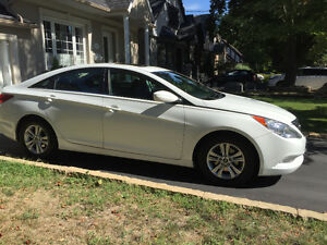 2011 Hyundai Sonata SE LIMITED -2 sets tires/rims LIKE NEW