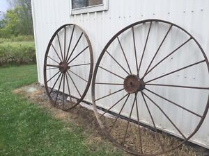 Antique wagon wheels buy sell items tickets or tech for Things to do with old wagon wheels