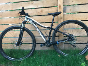 Women's S Specialized Jett Expert 29 mountain bike